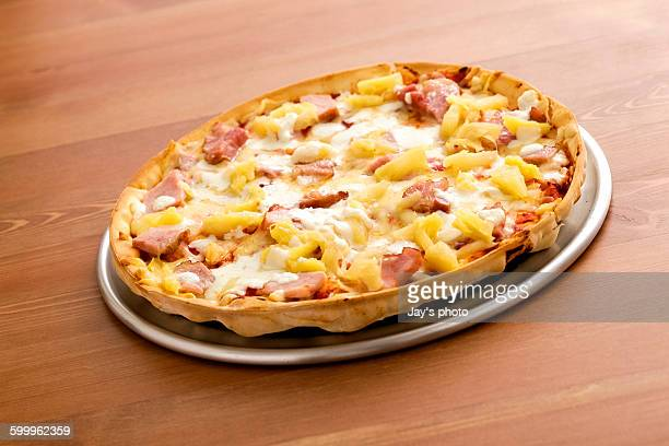 pizza ham pineapple on plate - hawaiian pizza stock pictures, royalty-free photos & images