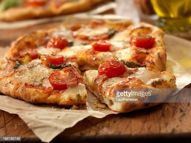 pizza margherita - pizza margherita foto e immagini stock