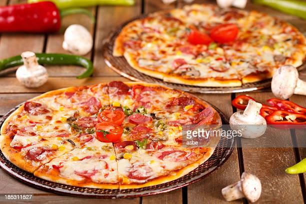 pizza - deux objets photos et images de collection