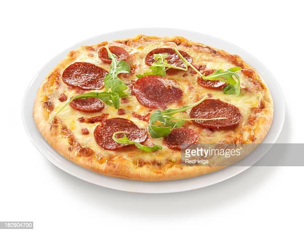 Pizza und Salami-Rakete auf Teller