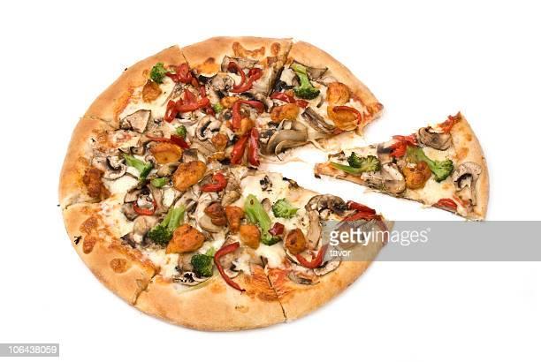 Pizza mit Pilzen, Hühnchen, Pfeffer und Brokkoli.