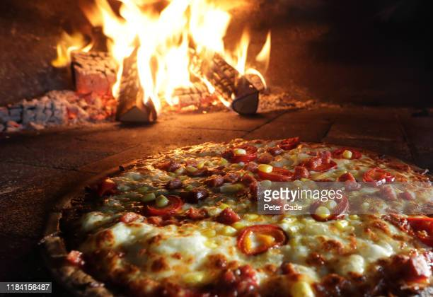 pizzas in pizza oven - mediterranean culture stock pictures, royalty-free photos & images