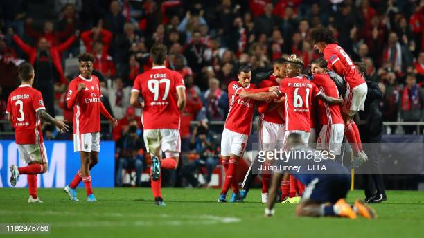 Pizzi of SL Benfica celebrates with team mates after scoring his team's second goal during the UEFA Champions League group G match between SL Benfica...