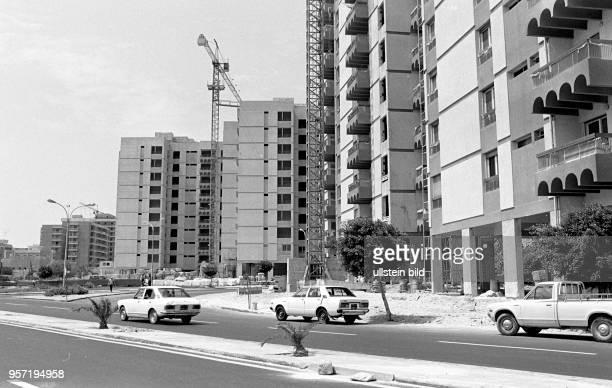 PkwVerkehr auf einer Straße in der libyschen Hauptstadt Tripolis aufgenommen imSeptember 1979 In den wichtigen Städten des Landes wurden in den...