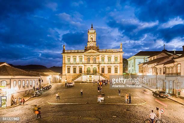 placa (square) de tiradentes, the museu (museum) da inconfidencia (old town hall) - minas gerais state stock pictures, royalty-free photos & images
