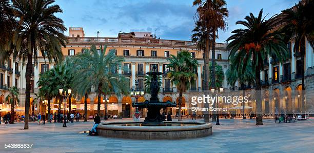 placa real barcelona - the ramblas stock pictures, royalty-free photos & images