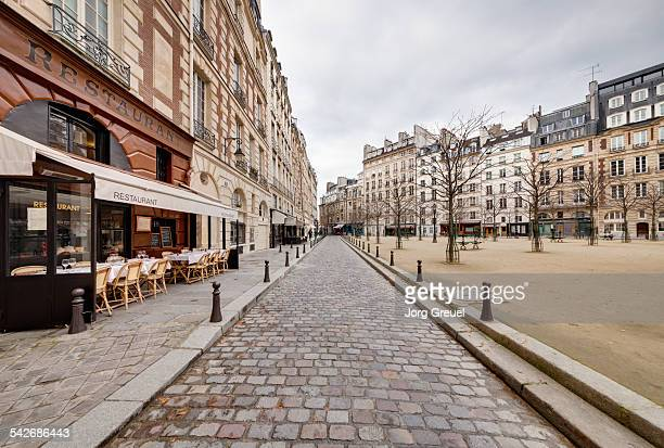 place dauphine - paris stockfoto's en -beelden