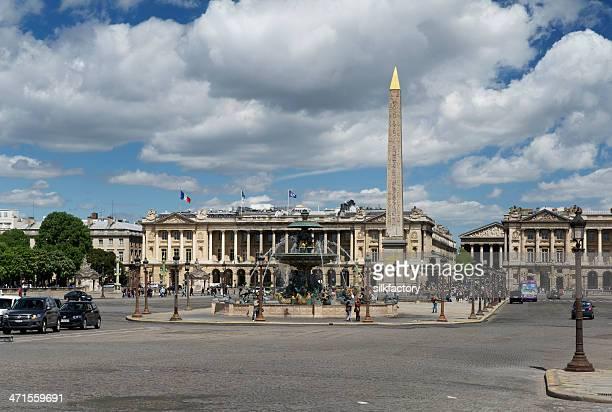 place de la concorde in paris, france in spring - place de la concorde stock pictures, royalty-free photos & images