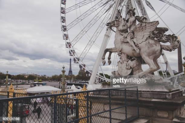 コンコルド広場、パリ - ルーヴル美術館 ストックフォトと画像
