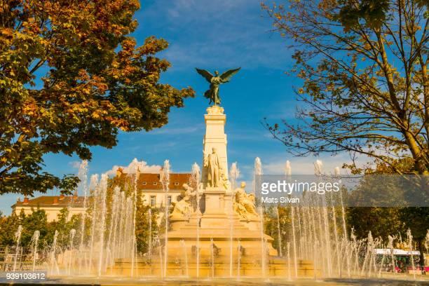 place de la republique fountain with angel sculpture - dijon photos et images de collection