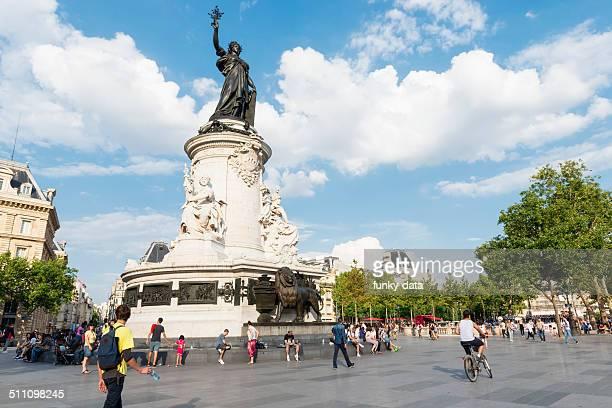 place de la republique paris - place de la republique paris stock pictures, royalty-free photos & images