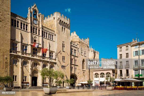 place de l'hotel de ville, narbonne, aude, occitanie, france - タルブ ストックフォトと画像