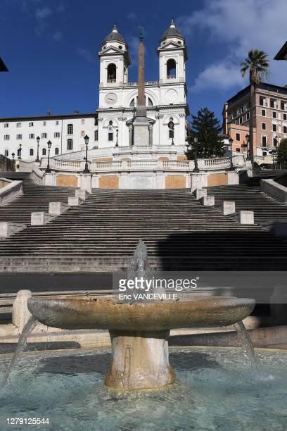 Place d'Espagne , la fontaine della Barcaccia réalisée par Bernini , les escaliers et l'église de la Trinité des Monts suite aux mesures de...