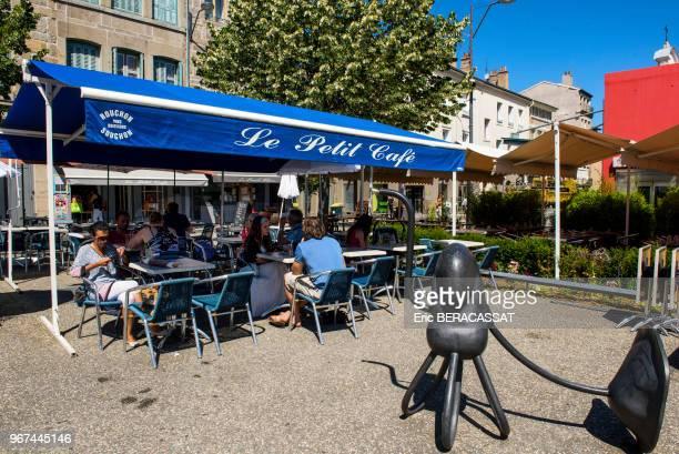 Place Du Chavanelle Terrasse De Café Saint Etienne France