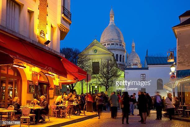 place du tertre in montmartre - paris france stock pictures, royalty-free photos & images