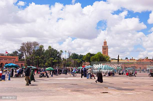 place jemaa el-fna, marrakech. - nordafrika stock-fotos und bilder