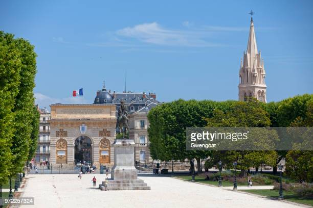 place royale du peyrou in montpellier - montpellier stock pictures, royalty-free photos & images
