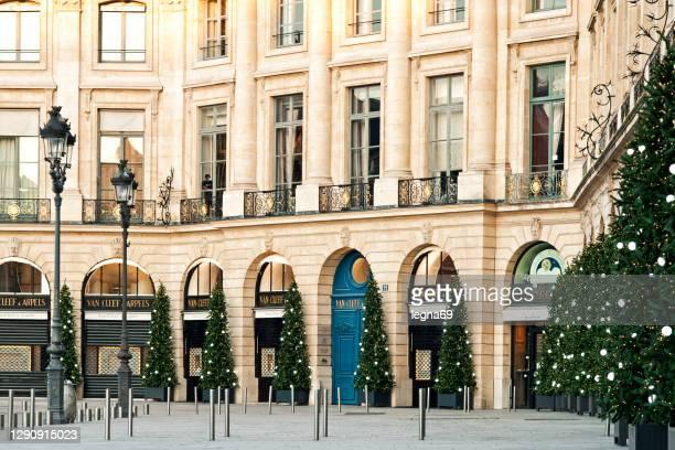 クリスマスのアプローチでヴァンドームを置く - ヴァンドーム広場 ストックフォトと画像