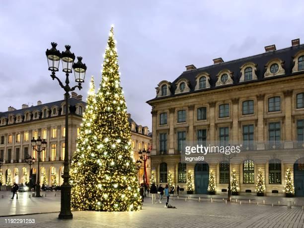 クリスマス、パリの間にヴァンドーム広場 - ヴァンドーム広場 ストックフォトと画像