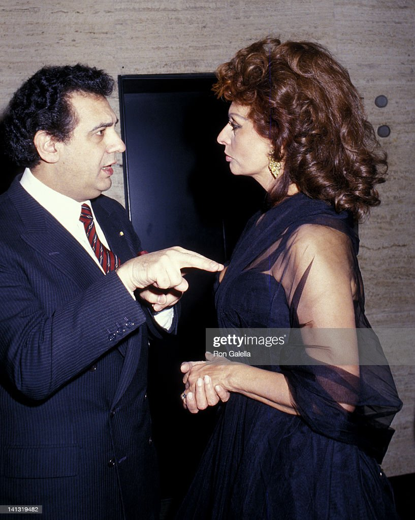 ¿Cuánto mide Plácido Domingo? - Altura Placido-domingo-and-sophia-loren-at-the-premiere-of-the-fortunate-picture-id141319482