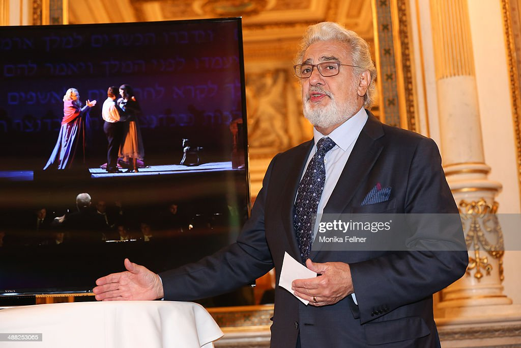 Placido Domingo talks at the press conference at Vienna State Opera on May 5, 2014 in Vienna, Austria.