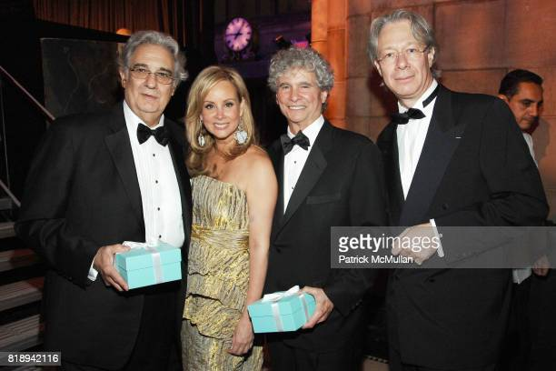 Placido Domingo Yaz Hernandez Tony Bechara and Julian Zugazagoitia attend EL MUSEO'S 2010 Annual Gala at Cipriani 42nd Street on May 27th 2010 in New...