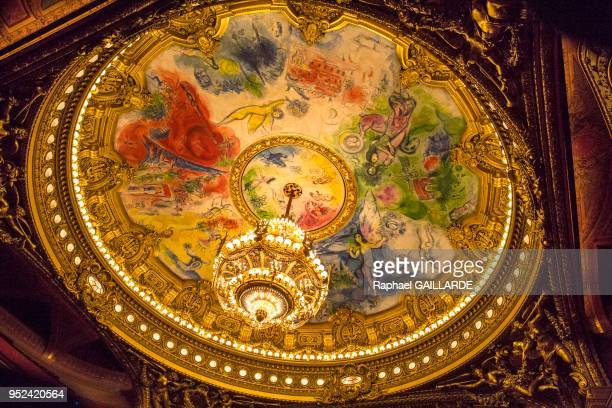 Plafond peint par Marc Chagall en 1964, Opéra Garnier le 10 février 2014, Paris, France.