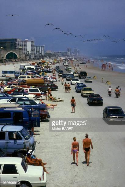 Plage et voitures à Daytona Beach, en Floride, en avril 1984.