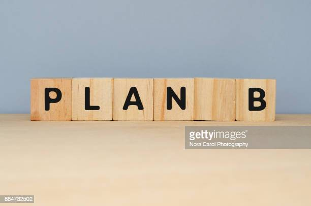 plan b on wooden blocks - letra b imagens e fotografias de stock