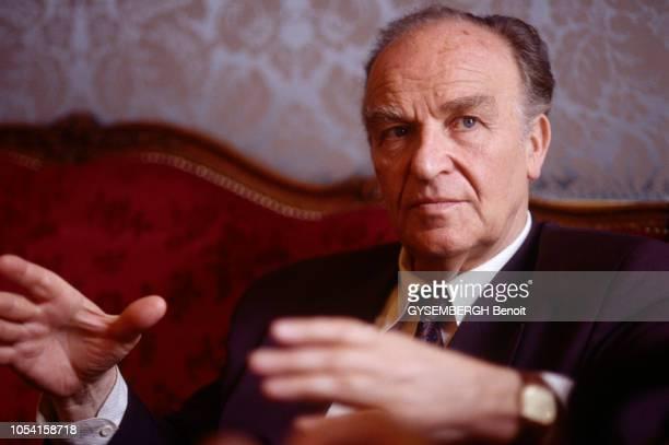 Plan moyen du président de la BosnieHerzégovine Alija IZETBEGOVIC lors de sa venue à Paris en juin 1993