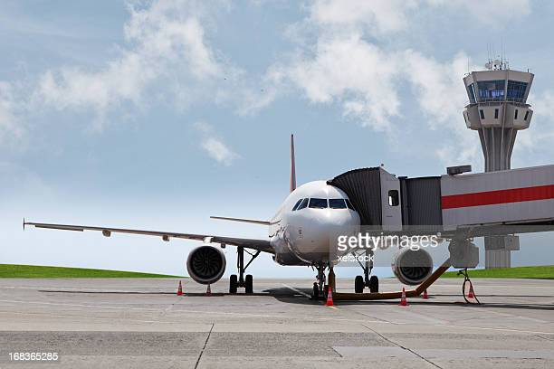 plane at the gate - passenger boarding bridge stock pictures, royalty-free photos & images