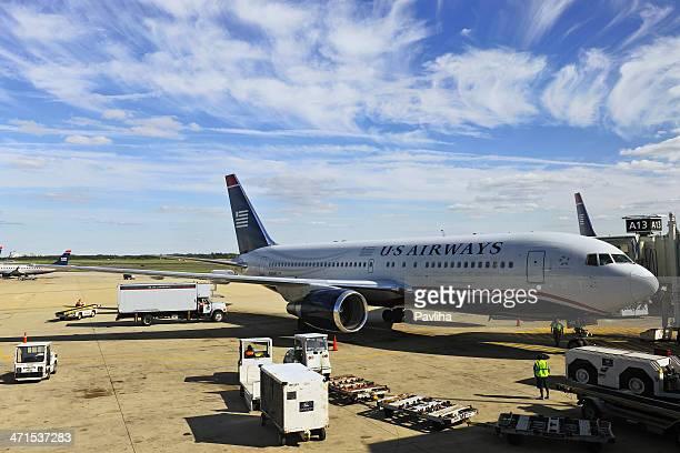 El avión en el Aeropuerto Internacional de Filadelfia, Estados Unidos