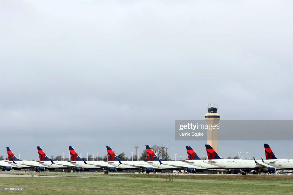 Delta Planes Sit Idle At Kansas City International Airport : News Photo