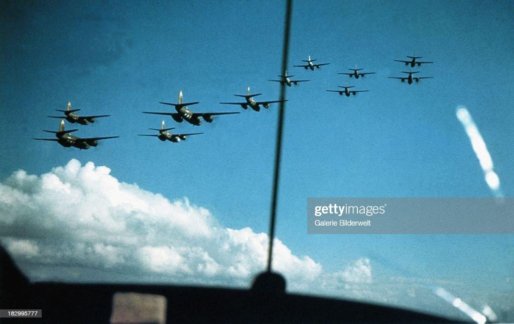 344th Bomb Group : News Photo