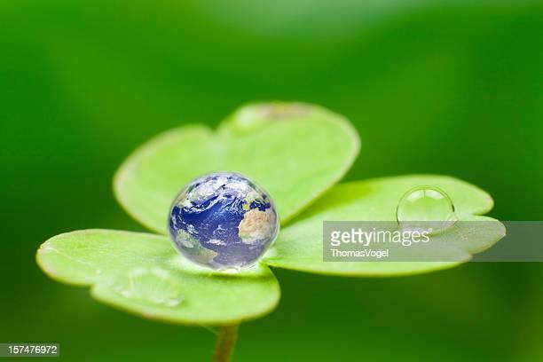 Planet earth waterdrop ます。グリーングローブ世界自然ドロップ