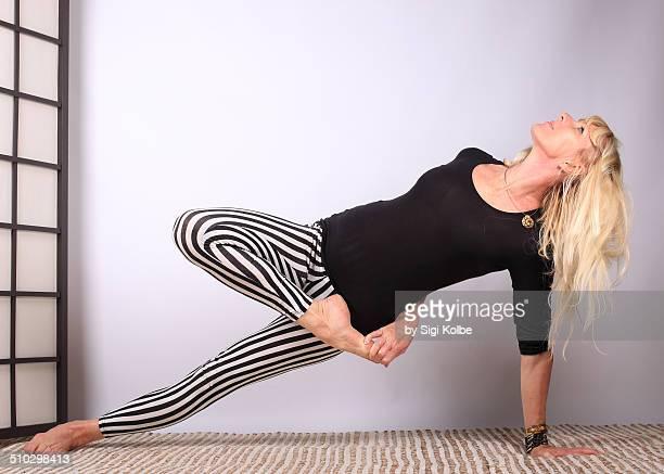 plank twist in yoga