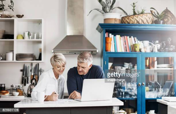 planning for the near future - surfing the net stock pictures, royalty-free photos & images