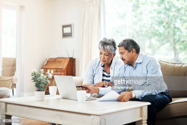 planning our retirement together - reforma assunto imagens e fotografias de stock