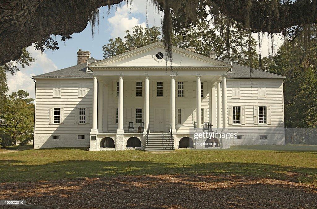 Plantation Mansion : Stock Photo