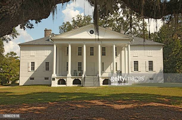 plantation mansion - southern usa stock pictures, royalty-free photos & images