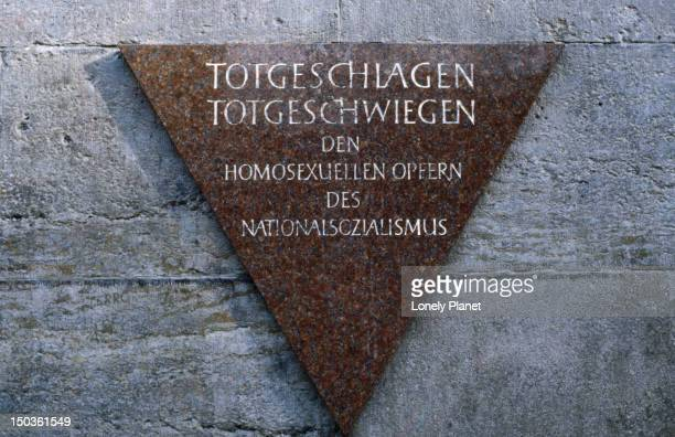 plaque commemorating gay holocaust victims at nollendorfer platz u-bahn station, schoeneberg. - holocaust in color stock pictures, royalty-free photos & images