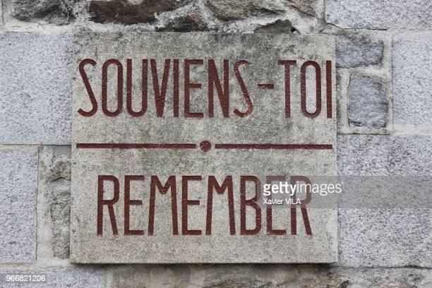 Plaque du souvenir le 16 septembre 2011 OradoursurGlane HauteVienne Limousin Le nom d'OradoursurGlane reste attache au massacre de sa population par...