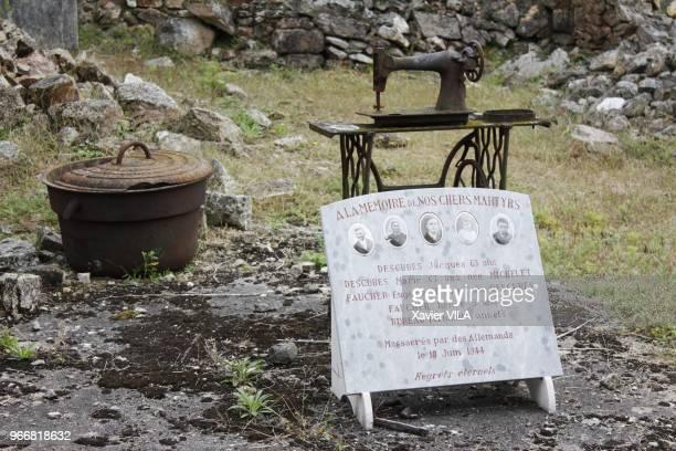 Plaque en memoire de martyrs le 16 septembre 2011 OradoursurGlane HauteVienne Limousin Le nom d'OradoursurGlane reste attache au massacre de sa...