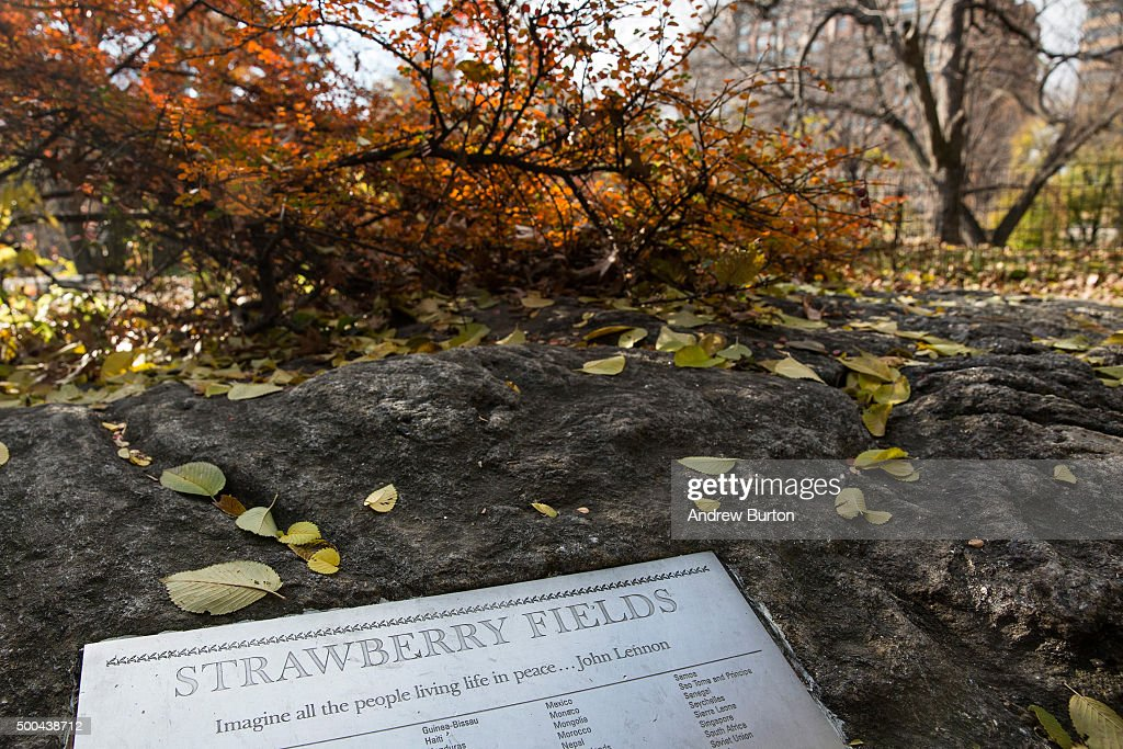 John Lennon's Memory Still Alive In NYC 35 Years After His Death : Foto jornalística