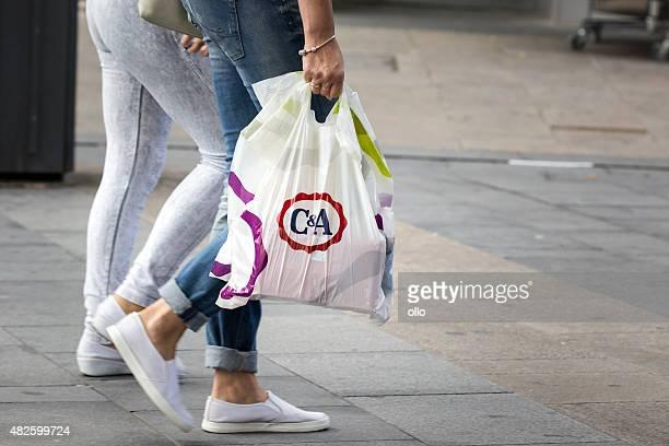 C & una bolsa de plástico calle de tiendas de venta