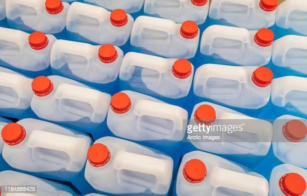 plastic bottles of windsheild wiper fluid - キャニスター ストックフォトと画像