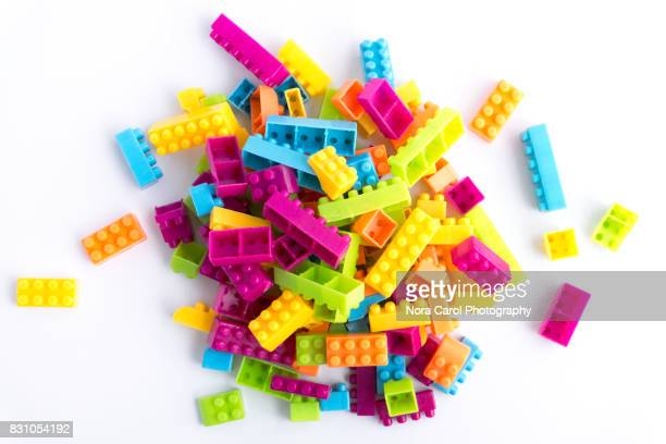 plastic building blocks on white background - grupo de objetos fotografías e imágenes de stock