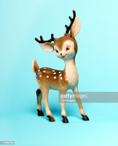 plastic deer decoration - kitsch - fotografias e filmes do acervo