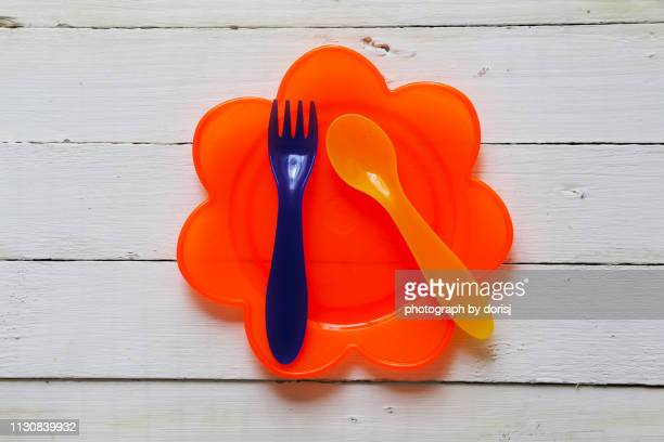 plastic fork and spoon on plate - plastic plate stock pictures, royalty-free photos & images