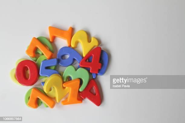 plastic numbers. teaching supplies - número fotografías e imágenes de stock